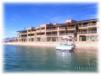 Boat parking along the beautiful sandy  beach - Lake Havasu City Condo Rental